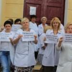 «Даже рабам платили за работу» – на Львовщине медики вышли на протест