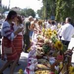 В Радехове пробовали украинские блюда по 110-метровым столом