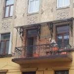 Вместо лепнины €? плитка, – во Львове уничтожают фасад исторического камяници