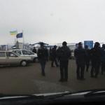 Люди перекрыли дорогу на одном из пропускных пунктов на границе с Польшей