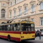 """Львовяне требуют оставить троллейбусный маршрут """"?10"""