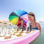 Львовская шахматистка Анна Музычук провела игру в Мертвом море (фото)
