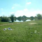 Битые стаканы и мусор: вблизи Львова отдыхающие загрязнили озеро