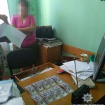 На Львовщине задержали землевпорядницю, которая требовала 3 тысячи долларов взятки (фото)