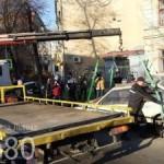 Во Львове уже эвакуируют брошенные машины, которые нарушают благоустройство. Фото