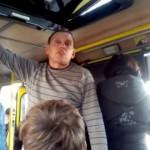 Водитель львовской маршрутки набросился с кулаками на несовершеннолетнего пассажира (видео)