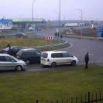 Владельцы авто на еврономерах блокируют пункты пропуска на границе с Польшей (фото)