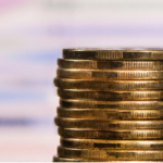 Пенсионерам перед выборами единовременно выплатят 2410 гривен