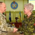Канадский генерал посетила контингент ВС Канады операции «ЮНИФАЕР» и учебный центр ВСП