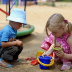 Пока родственники и полиция искали детей, они играли на площадке
