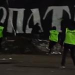 """Как фанаты """"Карпат"""" на стадион выбегали и ломали сиденья. Видео"""