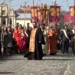 По улицам Львова отправилась общегородская молитвенная Крестная Дорога (трансляция вживую)