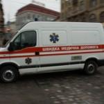 Со львовского торгового центра на женщину упала опора