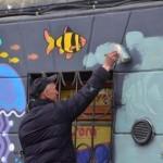 """В Львове закрасили яркий фасад зоомагазина на Лычаковской через """"жалобщиков"""" (фото)"""