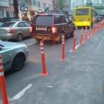 На улицах Львова установят резиновые столбики для разделения полос движения