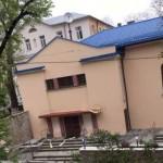 На территории Дома воина во Львове уничтожили освещения и сорвали надпись «Слава Украине»