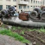 На Львовщине автоцистерна слетела с дороги и перевернулась