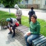 В Стрые дети посреди улицы нюхали клей