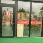 Бизнес оккупанта: Во Львове раскрасили фасад ресторана с русской вывеской (фото)