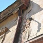 В Львове подвинулась за ремонт улицы стена дома