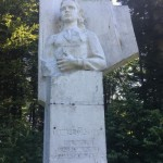 Недодекомунизували: на Львовщине нашли памятник от комсомольцев