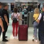 Во Львовском аэропорту задержали сутенерок (фото)