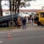 10 пострадавших: возле Львова произошло ДТП между грузовиком и маршруткой